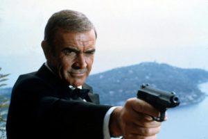Illalla tv:ssä: Imperiumin vastaiskun tehneen ohjaajan 007-elokuva – Steven Seagal mursi Conneryn ranteen!